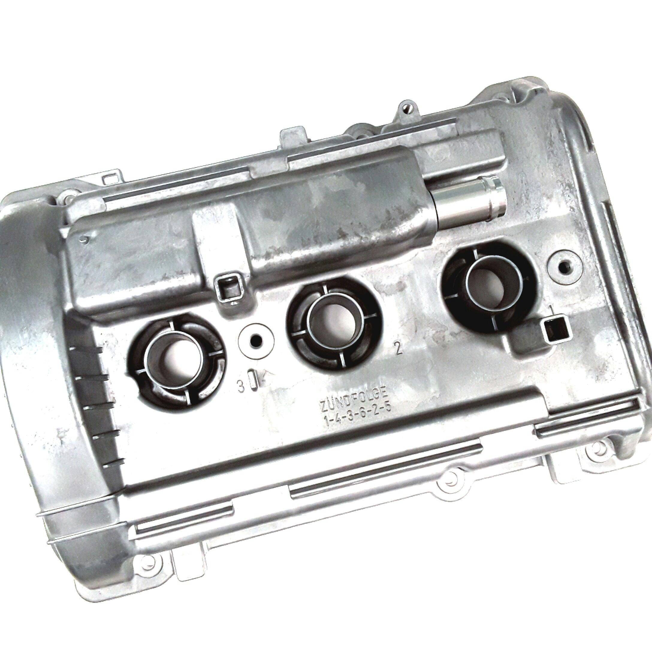 Volkswagen Passat Wagon Engine Valve Cover  Liter  Right