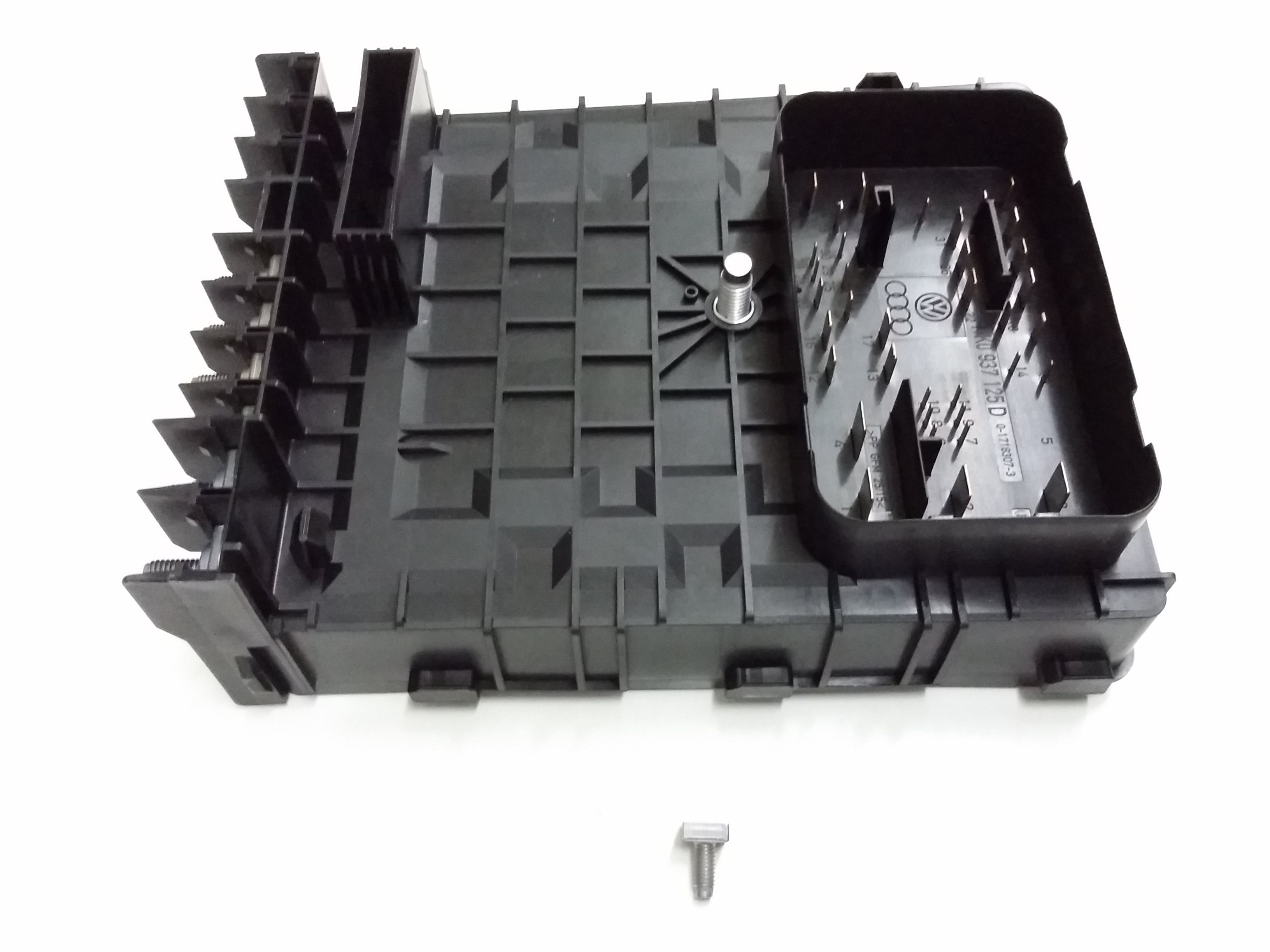 2011 volkswagen tiguan fuse relay and plate box. Black Bedroom Furniture Sets. Home Design Ideas